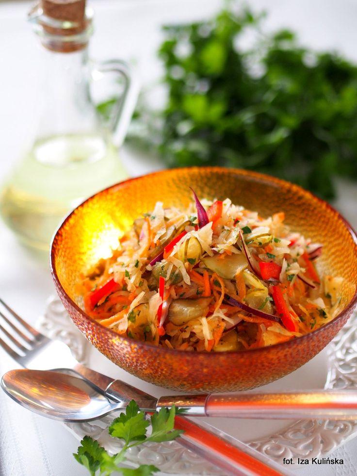 Smaczna Pyza: Surówka z kapusty kiszonej z papryką i ogórkiem