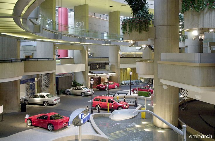 GM Renaissance Center - terrible architecture!