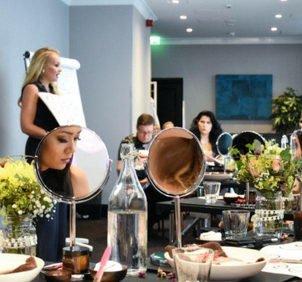 Poprosiłyśmy Kirstie Sherriff, współwłaścicielkę i producentkę Pinks Boutique, aby opowiedziała nam o swoich kosmetykach i o tym za co ceni naturalną pielęgnację.