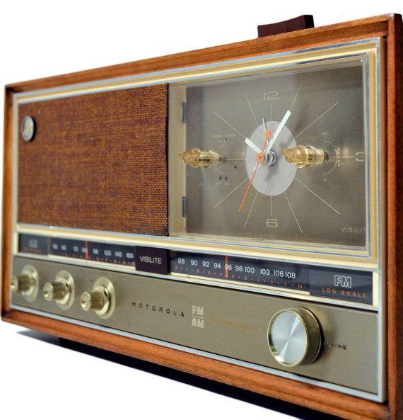 Vintage Wood Motorola Visilite Clock Radio Solid State Am