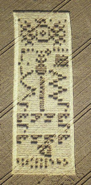 2001 crop circle and it's upside down. Respuesta identica a la enviado por NASA en 1974 desde Arecibo, Puerto Rico. El esquema de ADN que han enviado, formando una triple hélice es bastante diferente al nuestro. Son 24.000 millones de alienigenas. Su comunicación no es por ondas de radar sino que superiores a las nuestras.