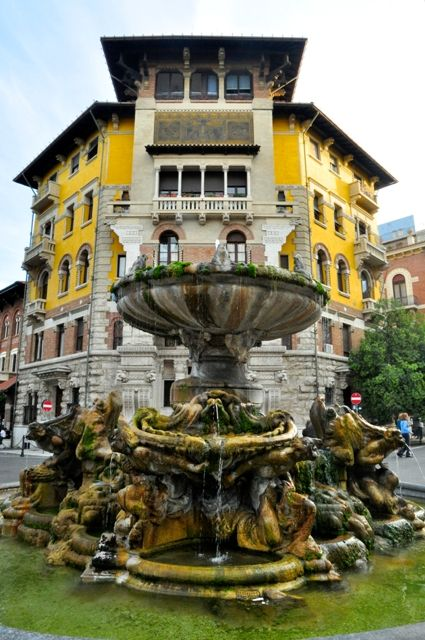 Quartiere Coppede Rome_fontana delle rane Moss studded frogs spurting water from the decorative fountain Fontana delle Rane (Fountain of the Frogs) lead you to the main Piazza Mincio (photo Luca Semplicini)