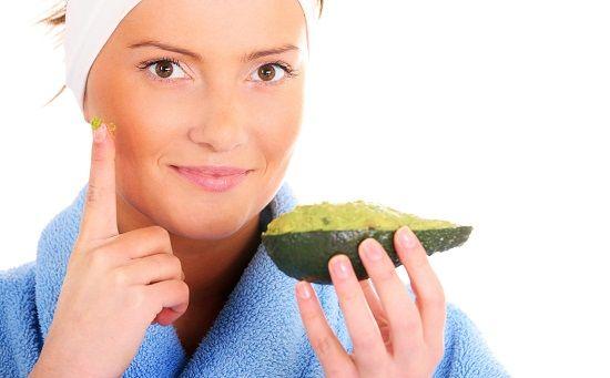 Manfaat masker alpukat untuk perawatan kecantikan kulit wajah, mengatasi kulit kering, berminyak, berjerawat. Cara membuatnya bisa dipadukan dengan madu,