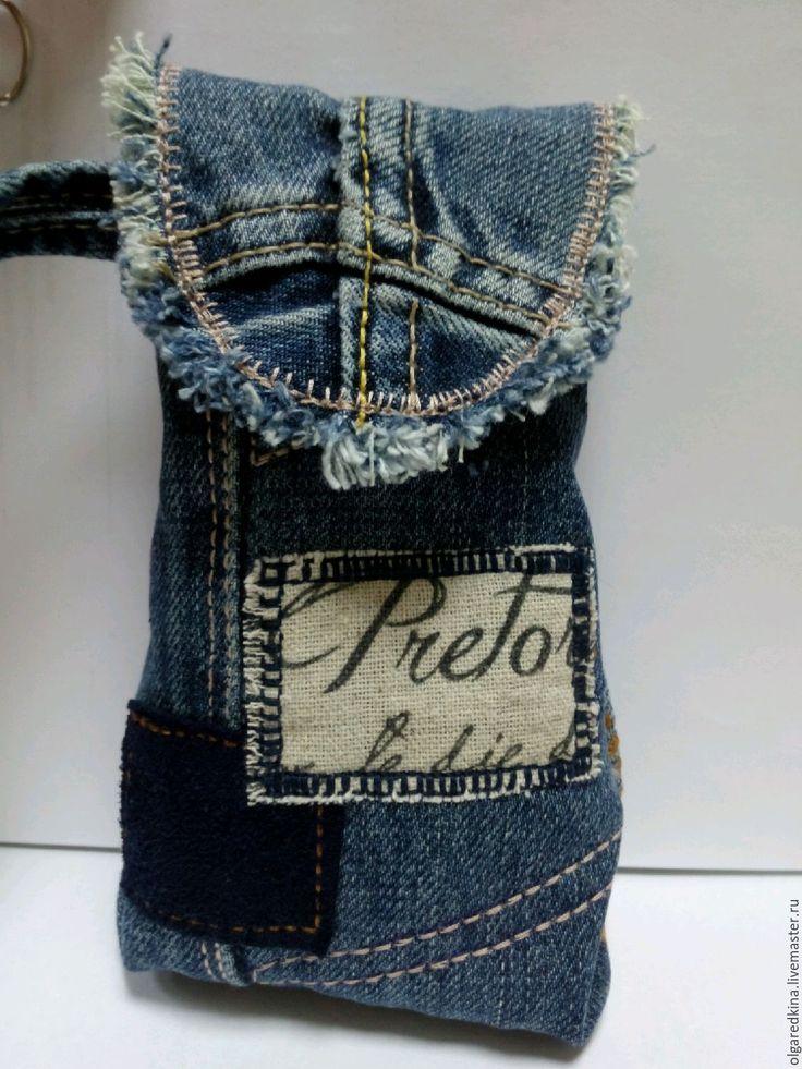 Купить или заказать джинсовый футляр для очков в интернет-магазине на Ярмарке Мастеров. Джинсовый футляр для очков, внутри подклад из льна, застёгивается на липучку. Аксессуар, который оценит любая женщина. Модный.оригинальный.красивый,удобный . Работа представлена для примера,точное повторение не возможно.