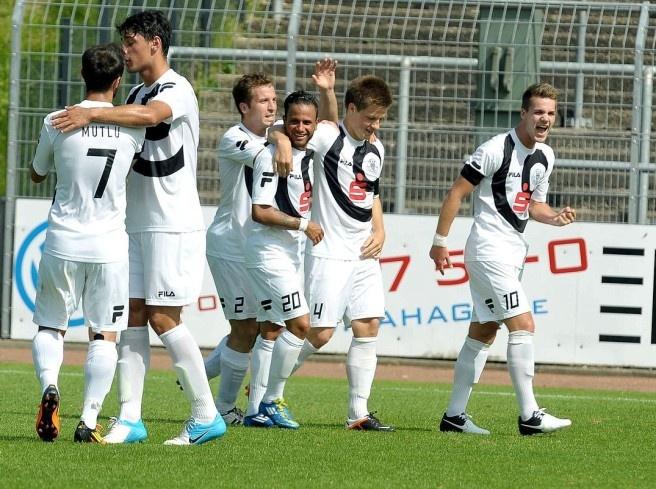 Gegen den Aufsteiger #Cronenberger SC gewinnt der #ETB Schwarz Weiss Essen locker mit 5:0. #soccer #uhlenkrug #etb #essen #schwarz-weiss essen