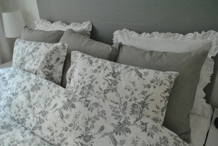 Alvine Kvist From Ikea Add Green Accent Pillows I Have