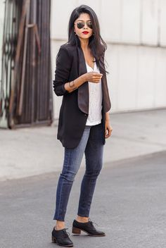spring outfit, fall outfit, casual outfit, comfy outfit, casual friday outfit, night out outfit, tomboy outfit, spring fashion, fall fashion, street style, street chic style - black tuxedo blazer, white t-shirt, skinny jeans, black oxfords, aviator sunglasses