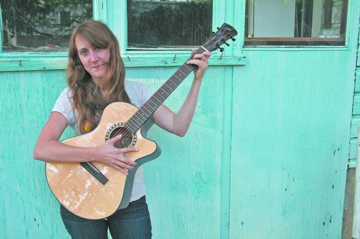 Ep355 - Amanda Anne Platt & The Honeycutters On Americana Music Show #355 I'm featuring the new self-titled country album from Amanda Anne Platt & The Honeycutters. Her album from last year was my top pick for 2016 and I'm just as excited to share this one with you.  I've also got blues rock from Shannon McNally, honkytonk soul from from Emily Duff, tex mex border sounds from Jim Keaveny, rock & roll from Lazarus Nichols, and new country from Zephaniah Ohora And The 18 Wheelers plus lots…