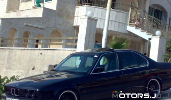 BMW 520 IA مميزة جدا للبيع في عمان لون اسود ملوكي 1990 على الرخصة 1989