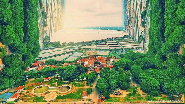 """Pikiran itu seperti parasut; hanya berfungsi ketika terbuka"" kutipan John Dewer.  Foto: @ulil_seven_jr Lokasi: Pulau Kelor  #explorepantaikartini #visitjepara #ulilsevenjr #jatenggayeng #kompasnusantara #indonesiabangkit #indonesiabangga"