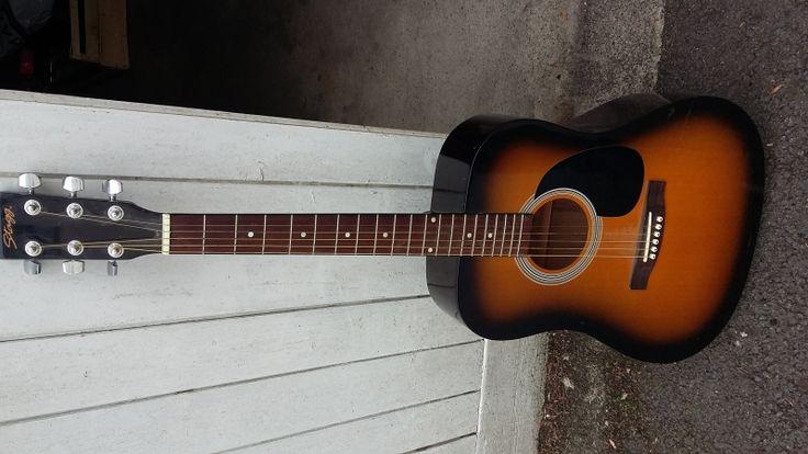 guitare acouqtique tres bon etat corde neuves avec sacoche de transport. Location guitare acoustique Vitré (35500)