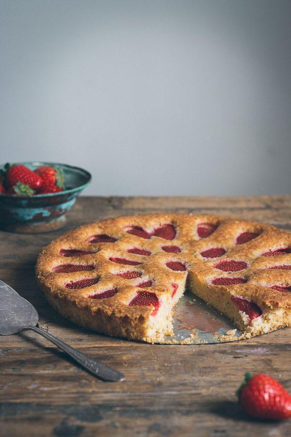 Simple Fresh Strawberry Cake