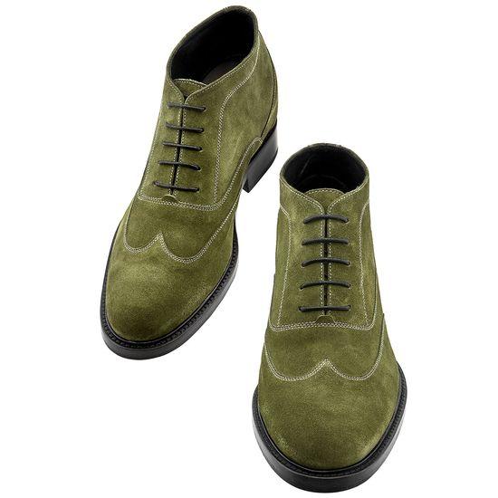 Mayfair: le nuove calzature uomo con rialzo in vitello scamosciato verde per diventare più alto senza rinunciare a fascino e carisma.  http://www.guidomaggi.it/a-i-2014-15/mayfair-detail#.U_yk78V_uSo