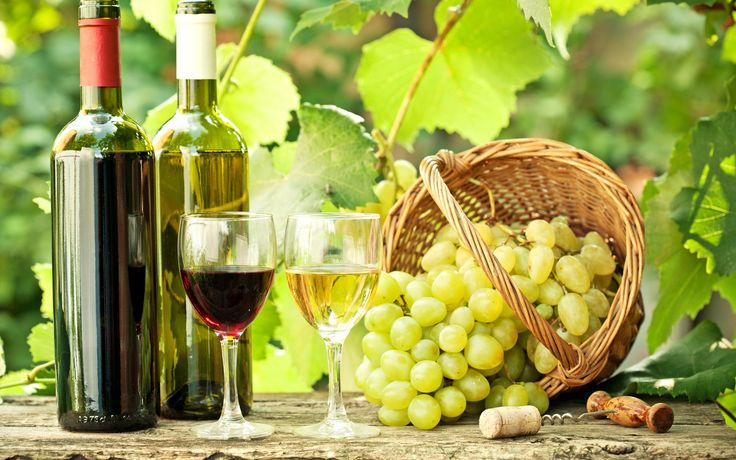 Grapes Basket And Wine Bottles Wallpapers - 2560x1600 - 3533838