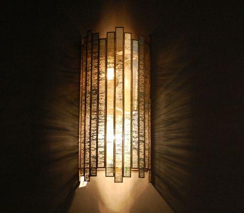 Настенное бра «Робер» в стиле американского арт-деко 20х годов прошлого века. Протравленное стекло и причудливый дизайн наполнят пространство необыкно  Светильники и мебель арт-деко