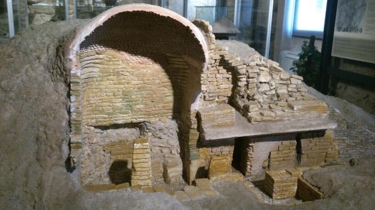 Plastico di tomba etrusca al museo di Vetulonia
