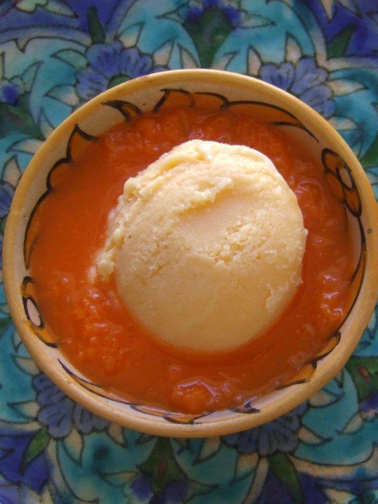 Sorvete de canela com uma compota de cenoura e frutas cítricas