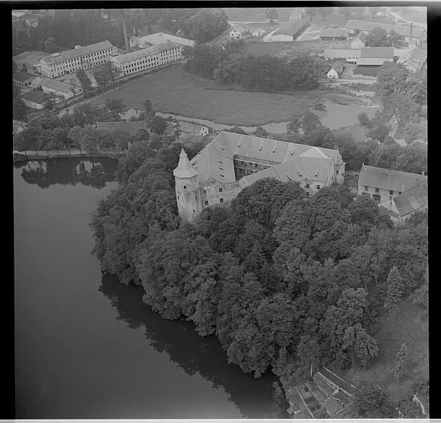 Letecký snímek Žirovnice   letecký snímek,zámek,továrna