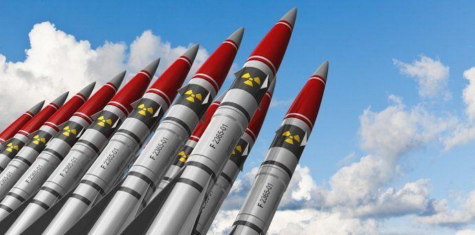 Dit zijn kernraketten. Damian had net deze raketten afgevuurd om de wereld op te blazen maar Alex had ervoor gezorgd dat de wereld niet ten onder ging.