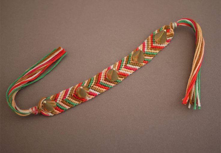Tutorial: Spike friendship bracelet. http://honestlywtf.com/diy/diy-embellished-friendship-bracelets/