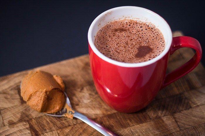 Recept: Warme chocolademelk met pindakaas