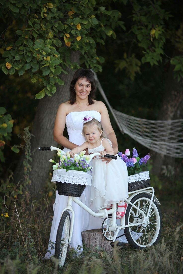 Очень интересно смотрятся невесты на фоне велосипеда  #декор#фотозона#фотосесии#фотосессиидлядетей#реквизитдляфотосессий#аксессуарыдляфото#фотозонавигвам#своимируками#хендмэйд#handmade#photodesign#велосипед