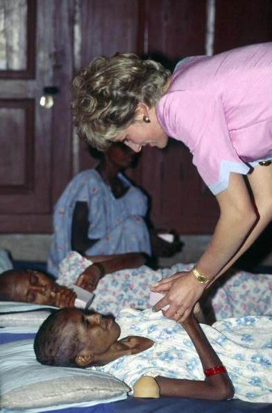 CALCUTTA, INDIA - FEBRUARY 15: Princess Diana Visiting Patients At The Mother Teresa's Hospice In Calcutta (Photo by Tim Graham/Getty Images) Tim Graham/Getty Images