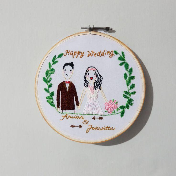 FOLLOW OUR IG @peekaboo.craft | |#weeding #weddinggift #souvenir #souvenirnikah #pernikahan #kadonikah #souvenircustom #kadocustom #hoopartindonesia #handmadeindonesia #souvenirkawinan #ilustrasiwajah #ilustrasimurah #vektorwajah #embroidery #sulaman #kadounik #kadomurah #custommurah #pajangan #hiasandinding #pajangandinding #shabbychick
