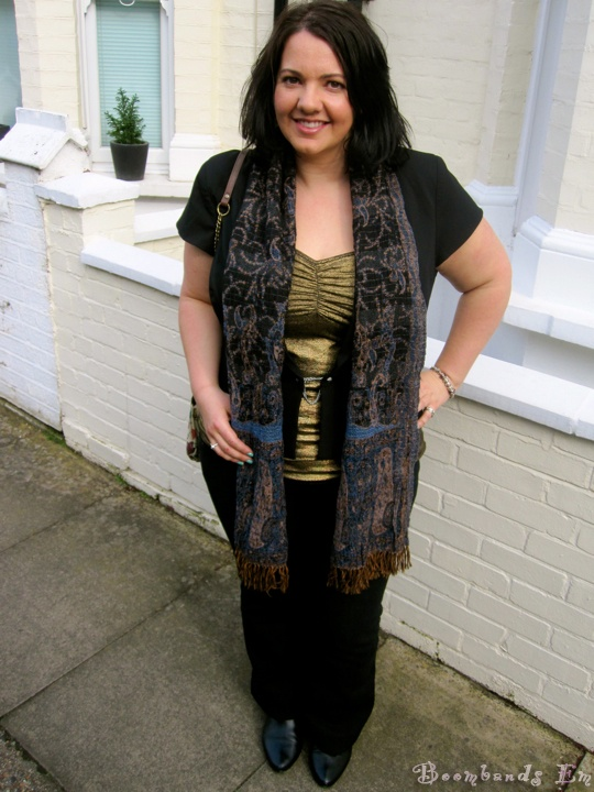 @Boombands Em rocking jeans, blazer and glitter gold cami for City Chic.