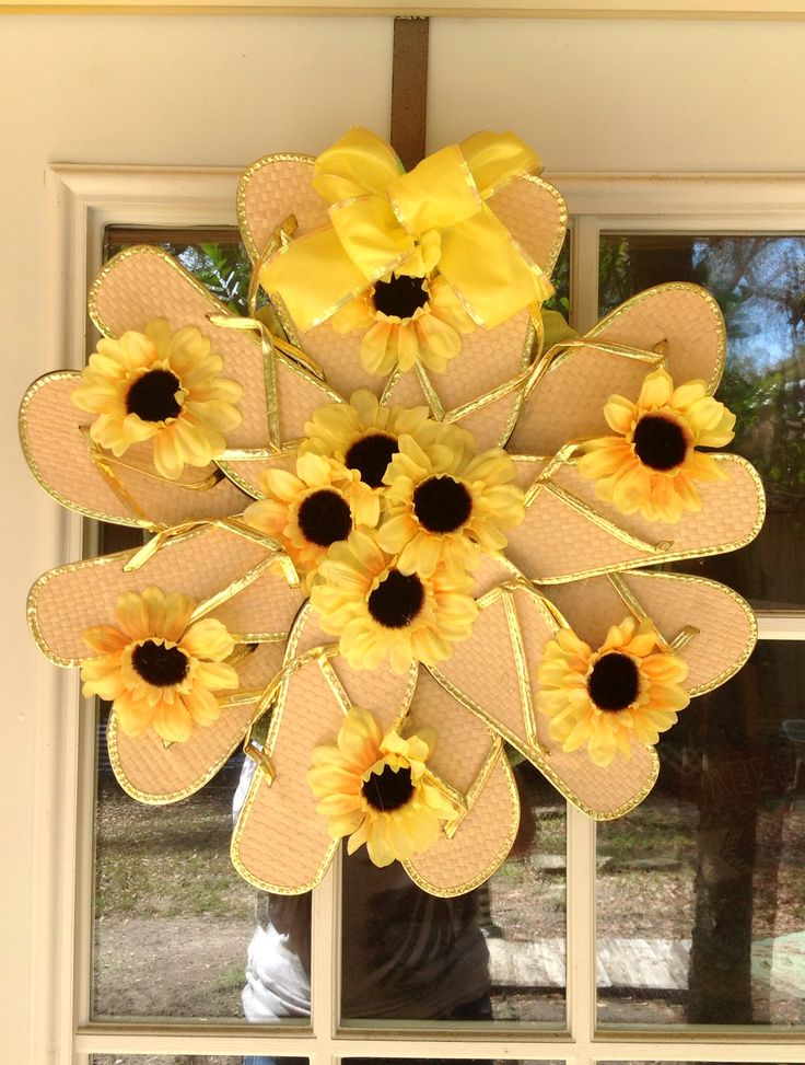 Yellow and gold flip flop wreath!  Fun fun fun!