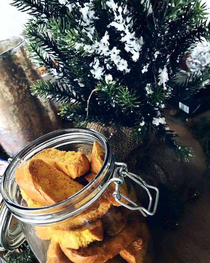 """""""Lussebulle Biscotti kakor snittar"""" RECEPT MyRecipe - Leftovers lussekatt från julmys eller glöggmingel? Skiva upp i avlånga bitar, pensla psmält smör. In i ugnen 150* 30 minuter. Vips! Nu har du fått ett gäng riktigt smarriga saffransskorpor till kaffet på julafton."""