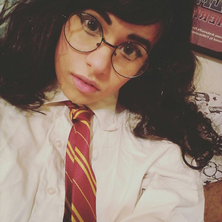 fem!Harry Potter cosplay green eyes and glasses aesthetic