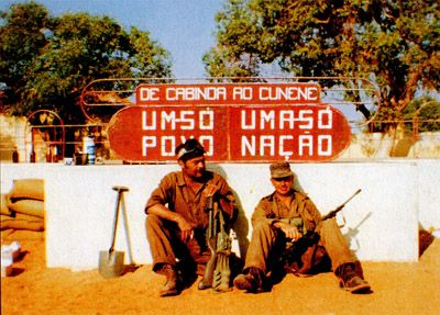 """Foreign volunteers in the South African military. On the left is an American, and on the right is an Englishman. Photo taken by one Anthony Rogers during """"Operation Protea"""" in 1981."""