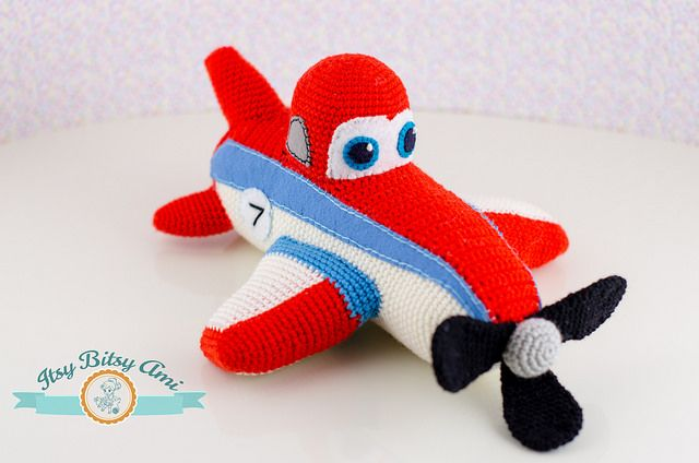 Crocheting Needle On Airplane : Dusty, The Plane by ItsyBitsyAmi, amigurumi crochet planes: Airplane ...