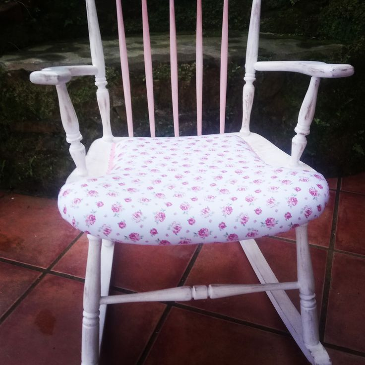 Mecedora shabby, blanco, rosa decapado , tapizado.