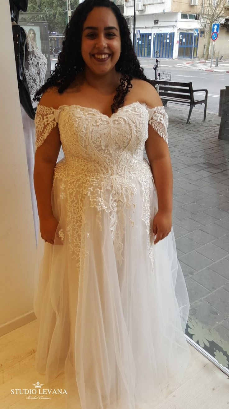 Real plus size bride in a wedding dress with a princess tulle skirt and off shoulder sleeves. Kerrie. Studio Levana