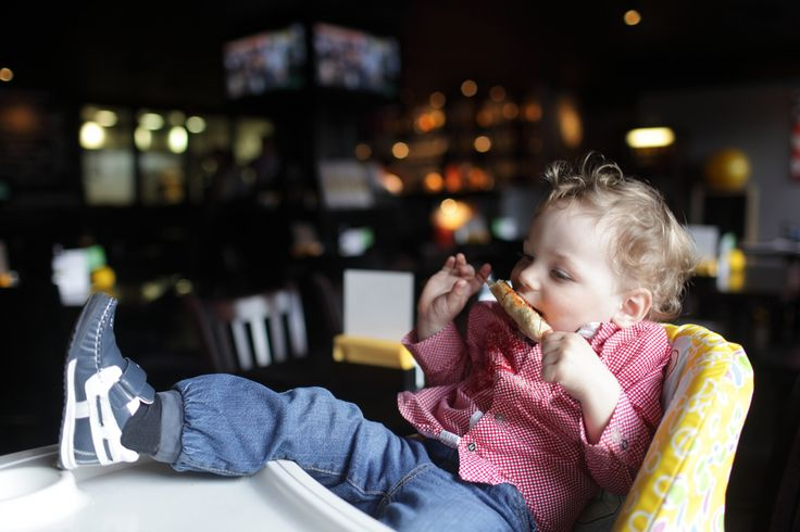 PUBLIC BABY HIGH CHAIRS HAVE MORE GERMS THAN A PUBLIC TOILET - Kamo - Baby foot on restaurant baby high chair.