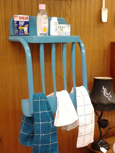 Broken chair as a bathroom organizing shelf. Organize the bathroom with repurposed ideas!