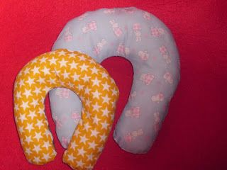 Coisinhas de Avó: Almofadas Cervicais de Viagem Para Bebé