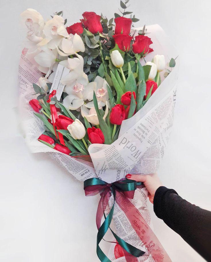 Ανθοδέσμη με τριαντάφυλλα, ορχιδέα και τουλίπες
