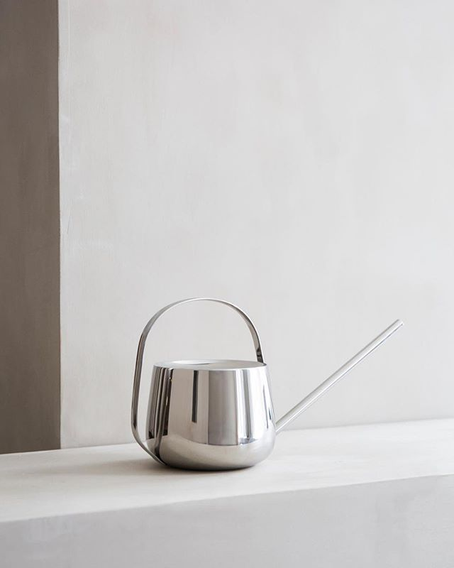 @studiogabrielleuk Well Watering Can by Menu @menuworld.⠀ ⠀ An elegant and modern watering can that's stylish enough to display alongside houseplants. Its beautiful polished metal, drip-free design and comfortable curved handle make it a joy to use. The stainless steel construction ensures that the can won't tarnish over time.⠀ ⠀ #studiogabrielleuk | via Really Well Made @reallywellmade⠀ ⠀ - Follow us on Instagram www.instagram.com/studiogabrielleuk