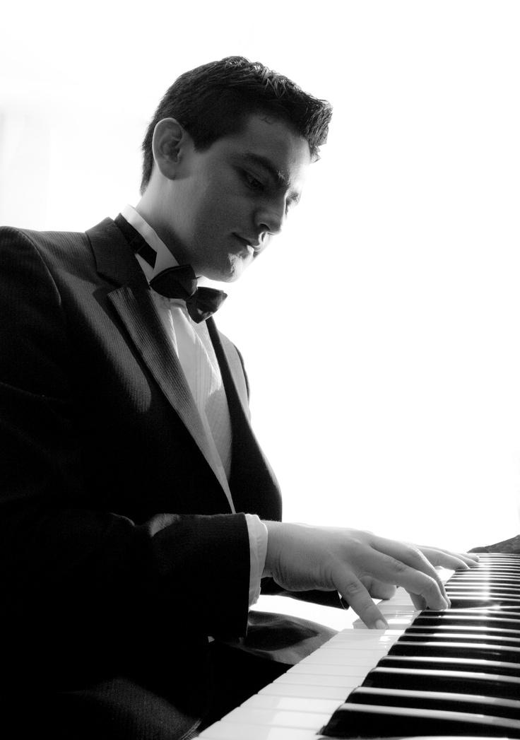César Cañón - Pianista