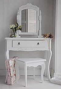 Small Daisy White Dressing Table with single large drawer