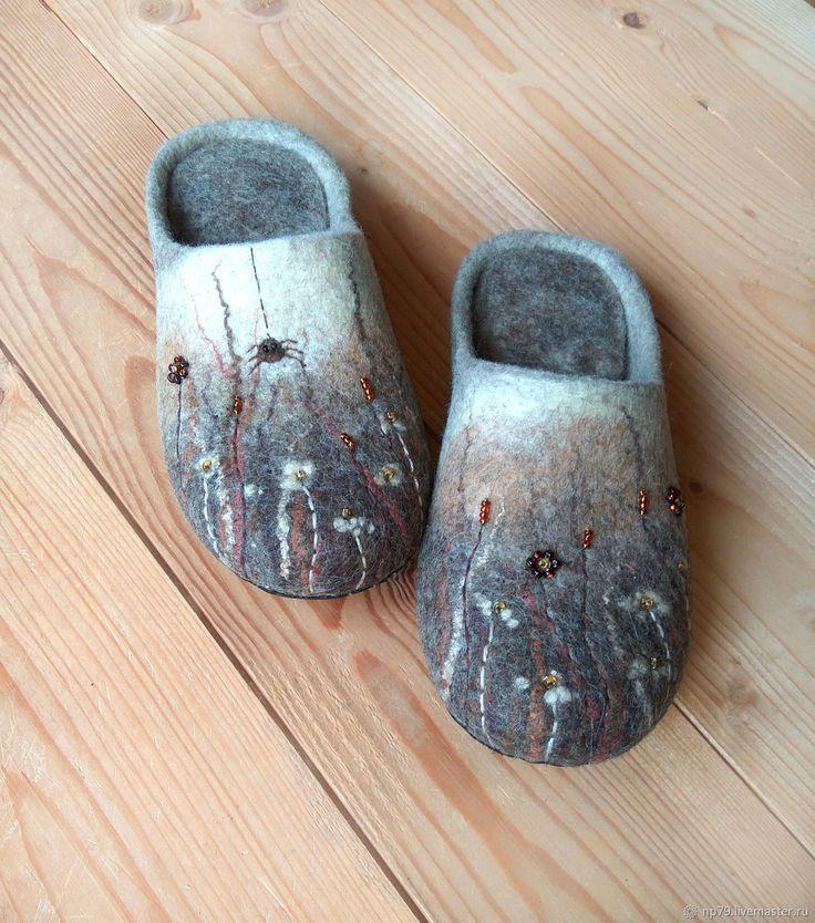 """Обувь ручной работы. Ярмарка Мастеров - ручная работа. Купить Тапочки из шерсти """"Где-то в траве"""". Handmade. Серый"""