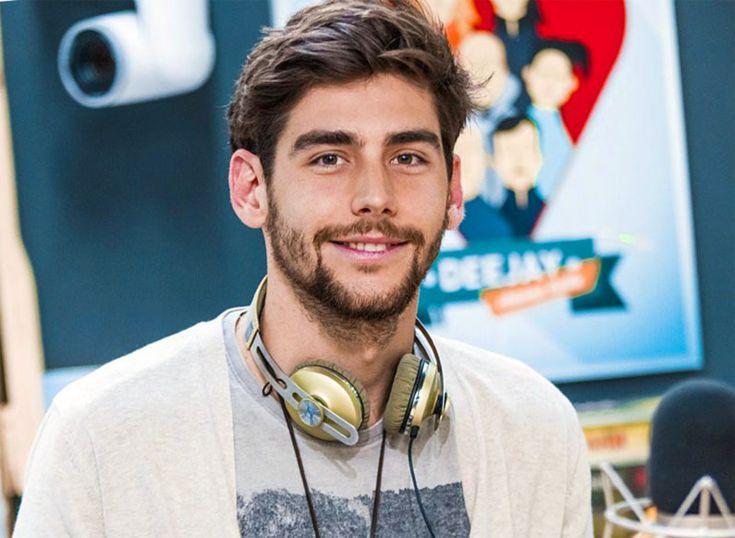 Biografia, vita e storia di Alvaro Soler, cantante spagnolo cresciuto in Giappone, famoso prima con gli Urban Lights e divenuto poi giudice di X Factor in Italia.