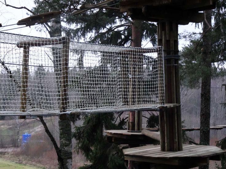 Seikkailupuisto Huippu, vihreä rata. Tree top Adventure Huippu, green course. Hochseilgarten Huippu, grüne Route.