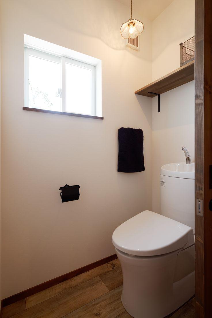 趣味と暮らしを大切にした大人のナチュラルコテージ ゼストの写真集 倉敷市 注文住宅 工務店 トイレのデザイン トイレのアイデア トイレ インテリア