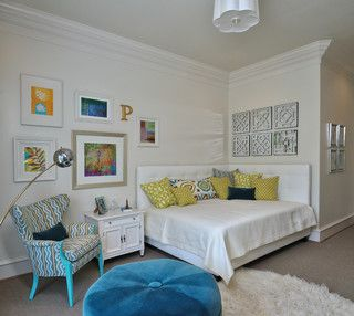 White corner headboard: makes it seem like a large daybed when not being used by guests. Like the nightstand/side table with a charm there too!