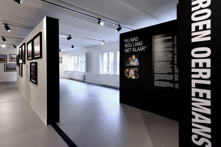 studio-EI -- Museum Hilversum. Interieurontwerp Expositieruimte, souterrain, Media kunst, inrichting ruimte, flexibel ophangsysteem, grid en presentatieopstellingen. Ontwerp: www.studio-ei.nl ism Pudelskern. Ontwerp expositie Jeroen Oerlemans: Pudelskern & Fine. Fotografie: Rick Mandoeng
