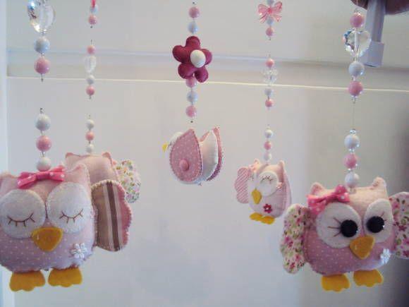 Lindo mobile musical giratório com uma linda musiquinha de ninar, fazemos de coruja, passarinhos, flores e nas cores para combinar com a decoração do quarto do seu bebê. Para você ouvir a musiquinha de ninar vá no youtube e cole http://www.youtube.com/watch?v=XCLOrSaAcsk R$ 149,90